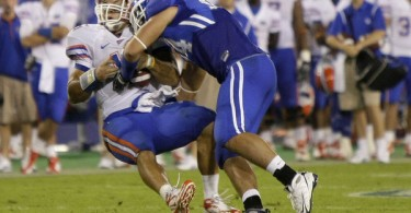 Tebow_concussion_helmet_to_helmet_contact_2