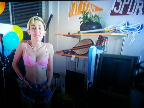 Miley Cyrus, Saturday Night Live, Lacrosse