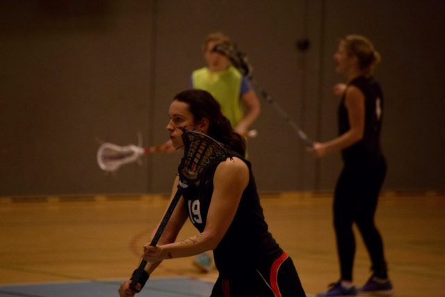 Danish women's lacrosse with men indoors